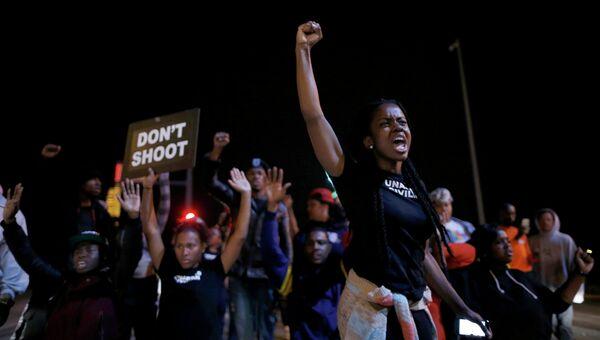 Жители Сент-Луиса протестуют против убийства полицейским чернокожего подросткаю. Архивное фото