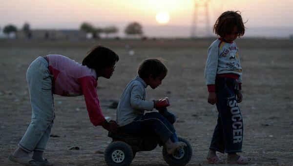 Курдские дети-беженцы из сирийского города Кобани