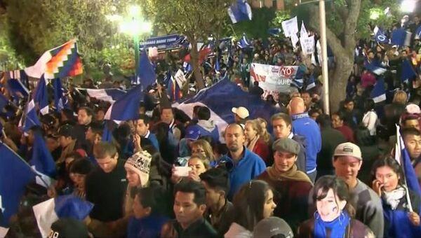 Боливийцы досрочно устроили Моралесу овации в честь его победы на выборах