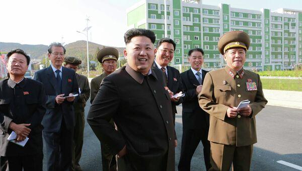 Лидер Северной Кореи Ким Чен Ын в новых жилых районах, построенных для ученых. Пхеньян, 14 октября 2014