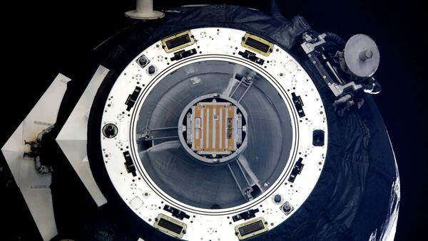 Транспортный грузовой космический корабль Прогресс М-13М со спутником Чибис-М. Архивное фото