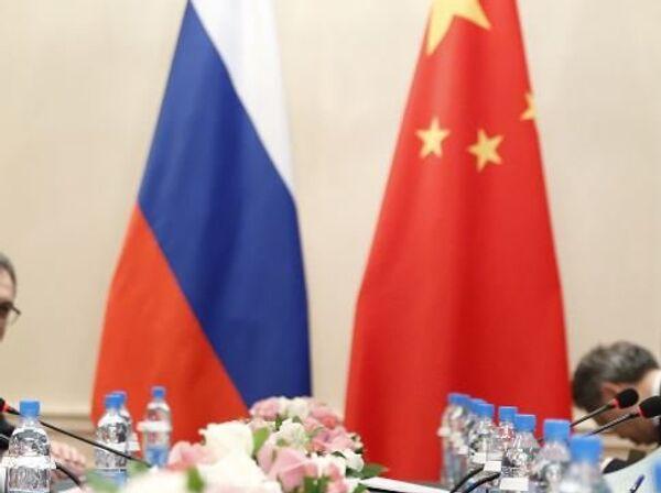 Флаги России и КНР, архивное фото