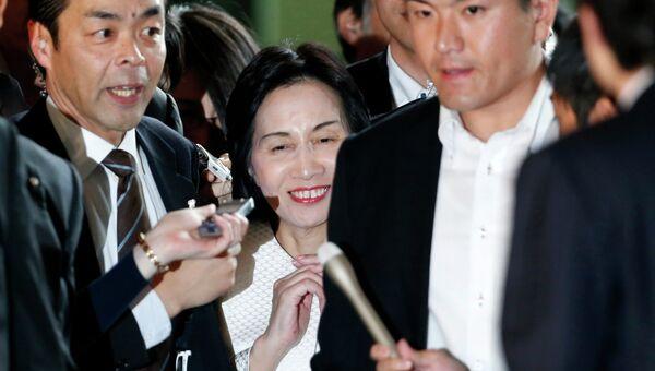 Министр юстиции Японии Мидори Мацусима после пресс-конференции, на которой объявила о своей отставке
