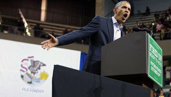 Президент США Барак Обама выступает в рамках своей кампании в Чикагском университете, 19 октября 2014