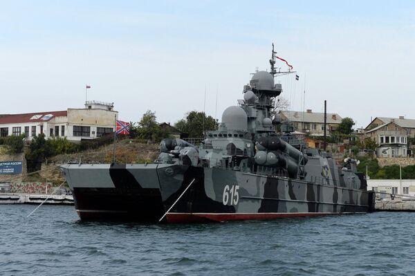 Ракетный корабль Бора на воздушной подушке в Севастопольской бухте