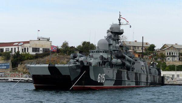 Ракетный корабль Бора на воздушной подушке в Севастопольской бухте. Архивное фото
