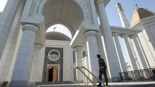 Главная мечеть Туркменистана Туркменбаши Рухы. Архивное фото