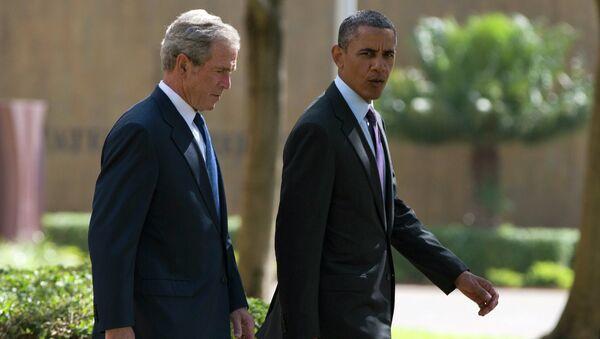 Барак Обама и Джордж Буш-Младший. Архивное фото