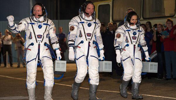 Члены основного экипажа 41/42-й длительной экспедиции на МКС. Архивное фото