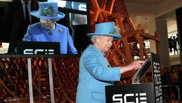 Королева Великобритании Елизавета Вторая отправила свой первый твит