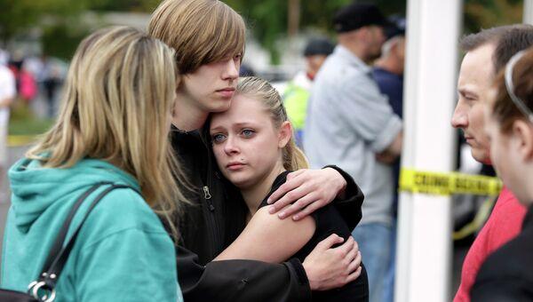 Ситуация возле американской школы Marysville-Pilchuck после инцидента со стрельбой подростка