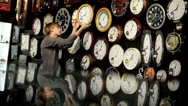 Перевод часов в регионах России. Архивное фото