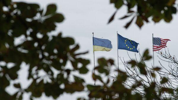 Флаги Украины, Европейского союза и Соединенных Штатов Америки. Архивное фото