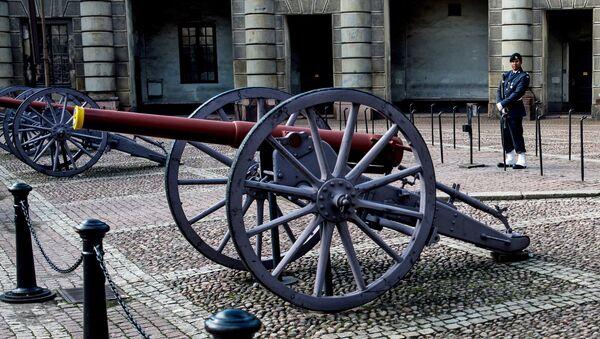 Пушки на Дворцовой площади у Стокгольмского королевского дворца