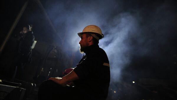 Турецкий шахтер у входа в шахту. Архивное фото
