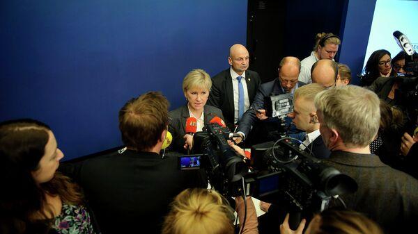 Министр иностранных дел Швеции Маргот Валльстрём общается с прессой после признания Швецией Государства Палестина. 30 октября 2014