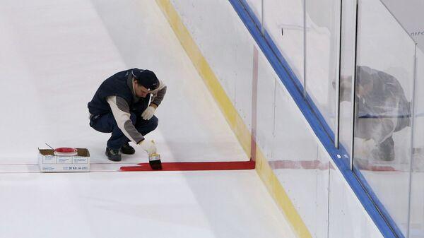 Разметка льда хоккейного катка, архивное фото