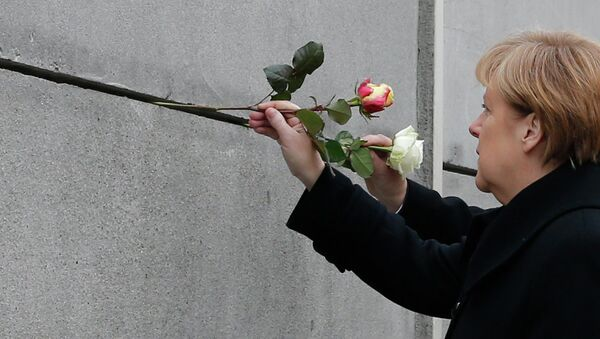 Ангела Меркель почтила память погибших при попытке преодолеть Берлинскую стену, 9 ноября 2014