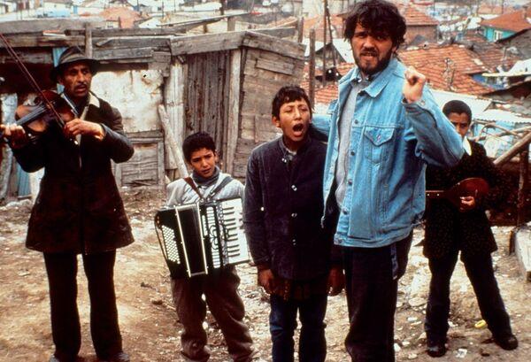 Югославский и сербский кинорежиссёр Эмир Кустурица на съемках фильма Время цыган. 1988 год