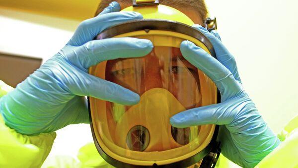 Медик в маске. Архивное фото