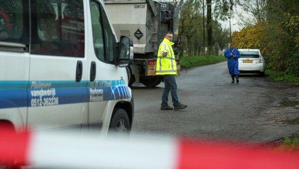 Закрытая дорога к ферме в Нидерландах, где был обнаружен птичий грипп