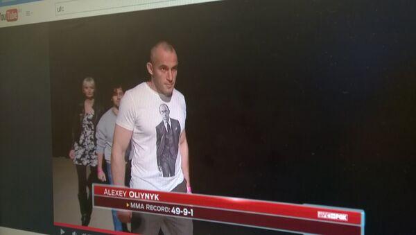 Украинский боец UFC Алексей Олейник вышел на взвешивание в майке с изображением Владимира Путина