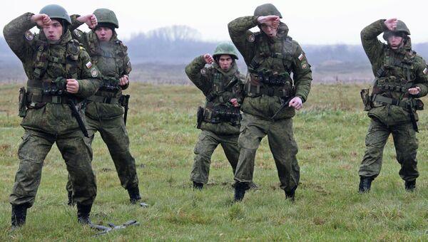 Военнослужащие на учениях морских пехотинцев береговых войск Балтийского флота в рамках подготовки ко дню морской пехоты. Архивное фото