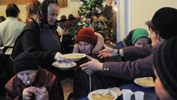 Предновогодний благотворительный обед для бездомных в Москве