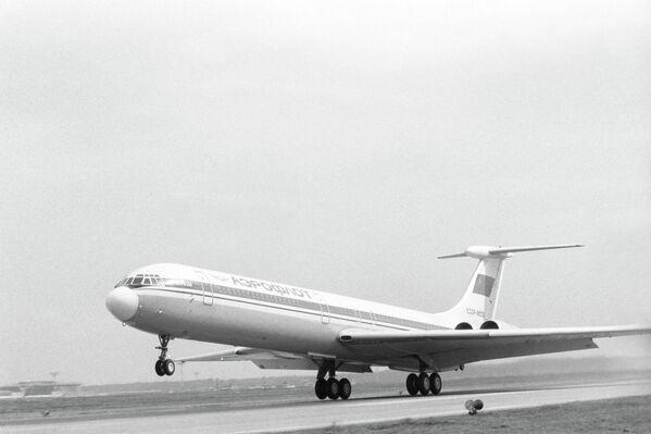 Советский пассажирский самолет Ил-62М