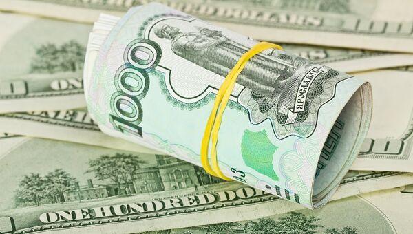 Рубль к доллару. Архивное фото