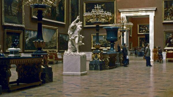 Зал итальянского искусства XVII-XVIII веков в Эрмитаже. Архивное фото