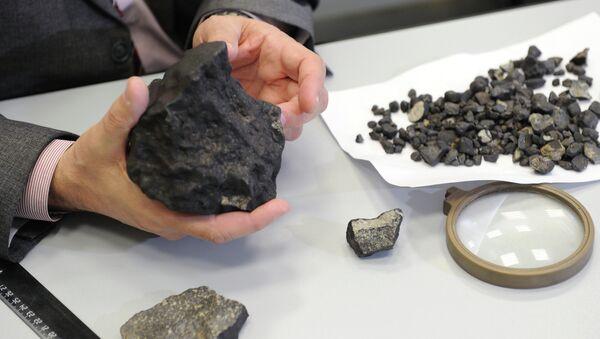 Осколки метеорита, найденных в Челябинской области. Архивное фото