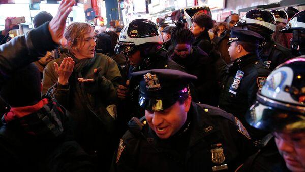 Столкновения полиции с протестующими в Нью-Йорке, США