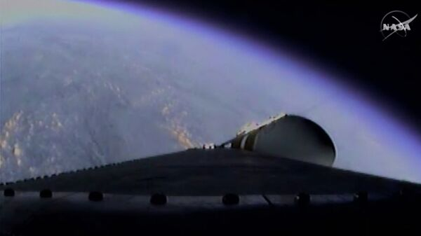 Вид с космического корабля Orion во время выхода на орбиту. Кадр NASA-TV