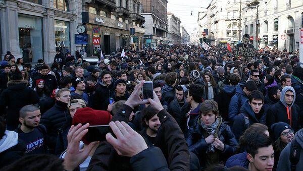 Демонстрация студентов и рабочих в Милане. 12 декабря 2014