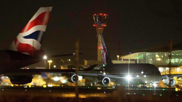 Самолеты в аэропорту Хитроу, где из-за компьютерного сбоя отменяются и задерживаются рейсы, 12 декабря 2014