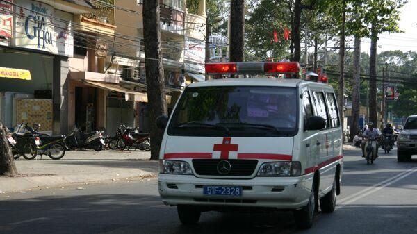 Автомобиль скорой помощи. Вьетнам, архивное фото