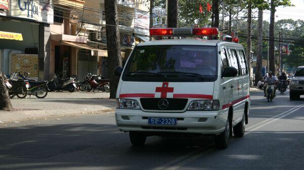 Автомобиль скорой помощи. Вьетнам. Архивное фото