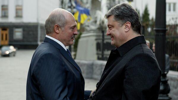 Президент Украины Петр Порошенко и президент Белоруссии Александр Лукашенко. Встреча на Украине