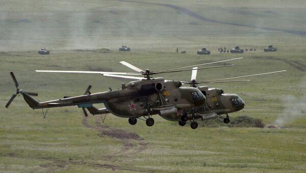 Вертолеты Ми-8 во время учений в Челябинской области