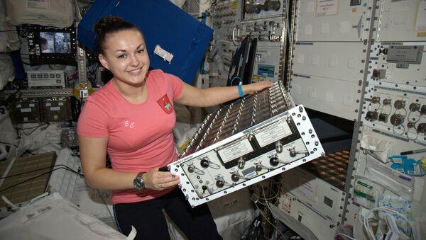 Космонавт Роскосмоса Елена Серова на борту МКС