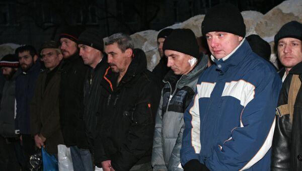 Украинские пленные во время обмена между ополченцами Донецкой Народной Республики и украинскими силовиками, 26 декабря 2014. Архивное фото