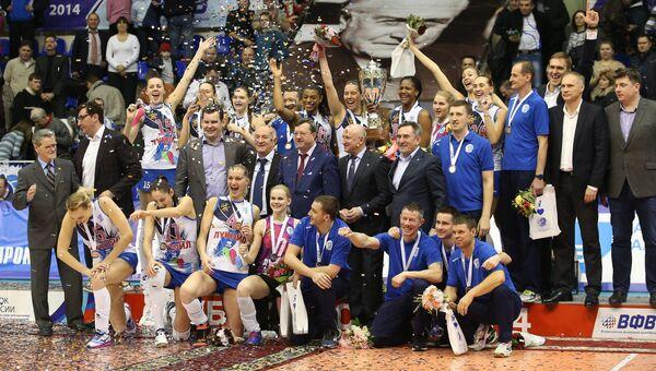 Команда Динамо (Краснодар) после победы в финальном матче Кубка России по волейболу