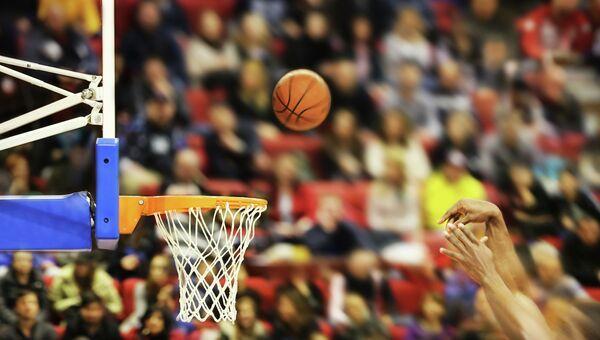 Игра в баскетбол. Архивное фото