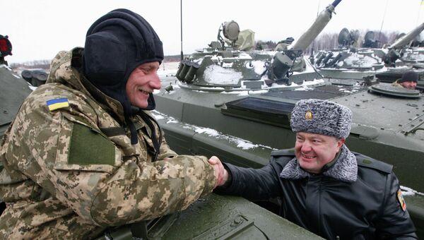 Президент Украины Петр Порошенко передал армии современное вооружение и технику, 5 января 2015