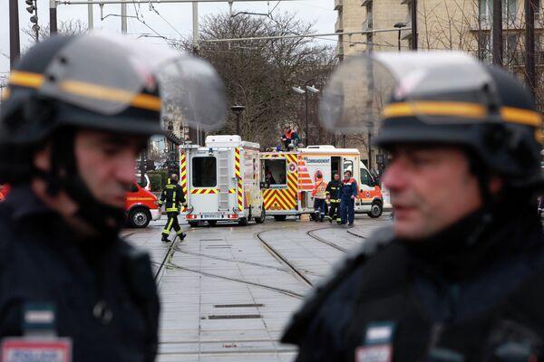 Французская полиция рядом с Порт-де-Венсен