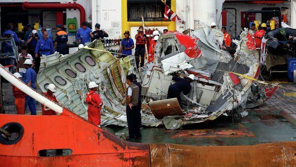 Поднятая со дна Яванского моря секция самолёта AirAsia Indonesia