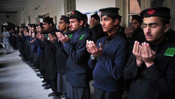 Студенты военного училища в Пешаваре во время открытия