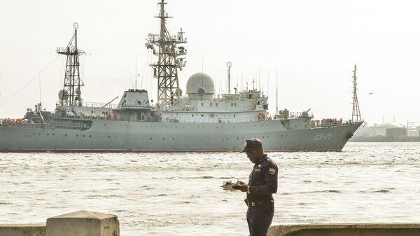 Разведывательный корабль ВМФ РФ Виктор Леонов в порту Гаваны, Куба. Архивное фото