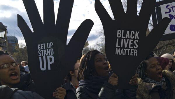 Марш миллионов протеста против насилия полицейских в Нью-Йорке, США